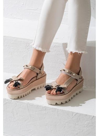 Elle Dolgu Tabanlı Sandalet Ten